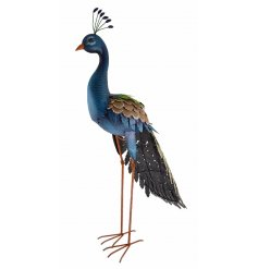 Add a dainty peacock touch to your garden space with this beautifully finished garden ornament