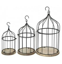 This beautifully rustic set of 3 sized bird cages will look stunning in any space its put in,