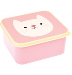 This sweet little kitten themed lunch box is perfect for storing tasty treats while on the go