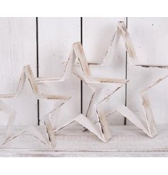 Bring this set of 3 sized stars into your home spaces for a vintage chic touch