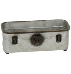 Add a ruggard and vintage look to any space of your home or garden with this distressed metal tray