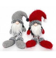 An assortment of 2 adorable Gonk Shelf sitters. These on trend and adorable decorations have knitted outfits