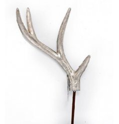 A luxurious champagne antler stem, perfect for dressing wreaths, garlands and trees.