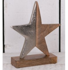 Bring a simplistic rustic touch to your home decor at Christmas time with this simply distressed star ornament