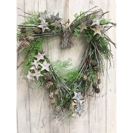 Set with its scatter of twigs and woven evergreen leaves, this beautiful glittered bark star covered wreath