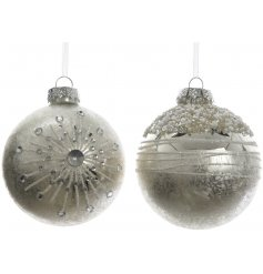 Bring an elegant Luxe Living inspired touch to any Christmas tree this festive season with this sleek assortment