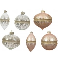 With 3 assorted bauble shapes in a rosy pink and clear design, perfectly topped with a champagne gold glitter decal