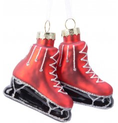 Bring a traditional touch to any themed tree at Christmas time with this sweet festive set of glass ice skates