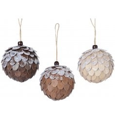 Bring a rustic woodland edge to any tree decor this festive season with this beautiful assortment of hanging foam baubl
