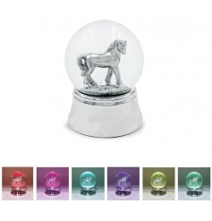 With its illuminating LED base and flowing glitter liquid, this Unicorn themed waterball is a great little gift idea!
