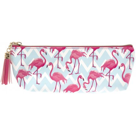 Introduce a fabulous flamingo feel to your accessory set with this wonderfully themed cosmetics bag
