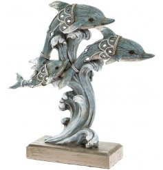 Add a nautical sense to any space of your home interior with this beautifully finished Marine Art dolphin family orname