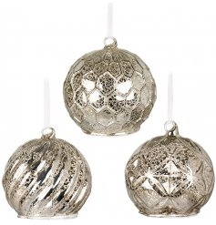 Bring a touch of luxe to your home decor this festive season with this incredible assortment of 3 designed glass baubles
