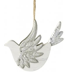 Hang this beautifully rustic wooden bird in your christmas tree for an added wintery feel to your home decor this seaso