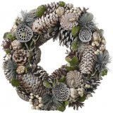 Bring a touch of the woodlands to your home interior or displays this Christmas season with this beautifully decorated