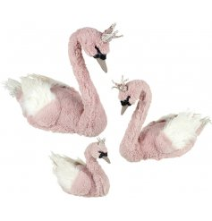 Add a rose pink touch to any Glitzy themed decor at Christmas time with this beautiful set of sized swans