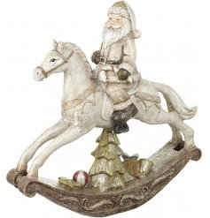 Display this rustic inspired Santa ornament in any themed home at Christmas for an added vintage feel