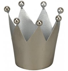 A chic and simple metal crown decoration