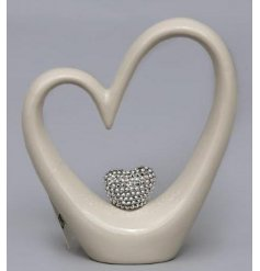 Bring home a glossy and chic edge with this ornamental heart decoration