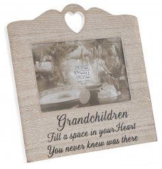 Bring a beautifully sentimental touch to any grandparents home with this sweetly scripted wooden picture frame