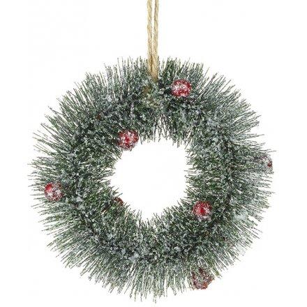 Round Pine Wreath With Berries 15cm