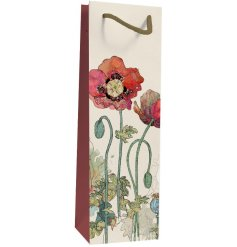 Decorated with its vintage poppy inspired decal and smooth finish, this watercolour illustrated gift bag will make a wo