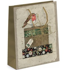 Bring a sweetly vintage edge to any gift giving event this Christmas season with this beautifully finished Robin Giftba