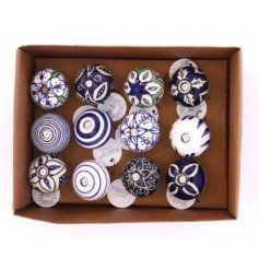 With their pretty blue and white tones, these patterned doorknobs will place perfectly on any themed unit you redecorat