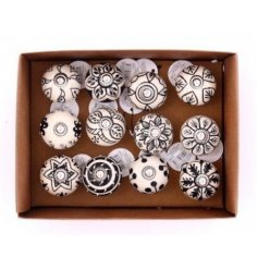 With their neutral tones, these patterned doorknobs will place perfectly on any themed unit you redecorate!