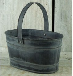 Bring a vintage charm to your home interior or garden displays with this rustic zinc trough