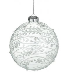 Bring a beautiful winter touch to your tree decor at Christmas time with this beautifully decorated glass bauble