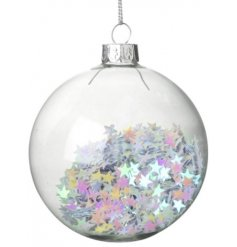 Bring a magical touch to your tree displays at Christmas time with this beautiful glass bauble