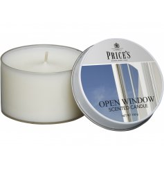 Refresh your home with this beautifully crisp scented candle