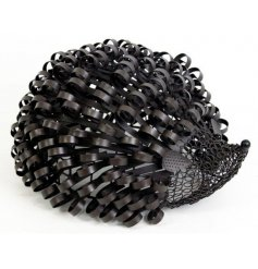 Bring some style to your garden with this sweet little metal hedgehog decoration