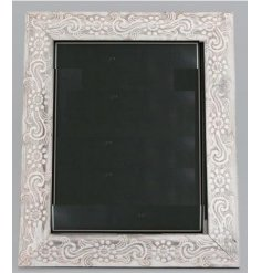 Bring a charming shabby chic edge to your home interior with this stylishly simple wooden picture frame