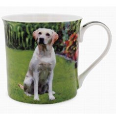 This adorable labrador themed mug displays a sweet smiling portrait of a happy pup!