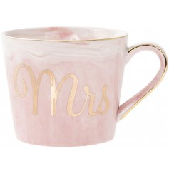Bring an On-trend touch to any home interior or kitchen space with this sleek Marble Effect mug