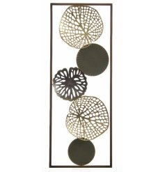 Create that wow factor in the home with this beautiful and ornate steel leaf decoration set within a frame.