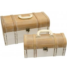 Bring a stylishly Shabby edge to any interior with this assorted sized set of wooden trunks