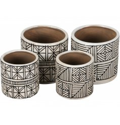 A mix of 2 sets of planters with an exotic geometric pattern in cream and brown. A chic item for the style savvy.