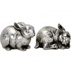 An assortment of 2 hares with an antique silver finish. An attractive decorative item for the home.