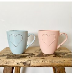 Bring a shabby chic tone to your home with this stylish assortment of pastel coloured jumbo mugs