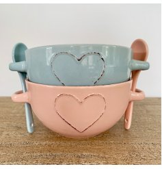 A mix of 2 shabby chic heart bowls in pink and blue colours. Each has twin handles.