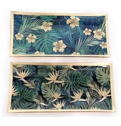 A beautiful tropical leaf design plate with glamorous gold detailing.