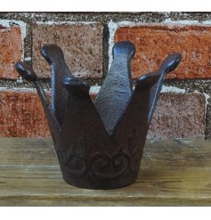 A chic cast iron crown t-light holder with an antique style finish.