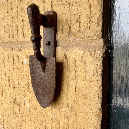 A cast iron spade door knocker with an antique finish. A lovely garden themed gift.