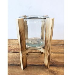 Stay on trend with this chic and stylish candle holder with wooden framework.