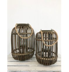 Stay on trend with this natural wooden lantern with chunky rope handle.