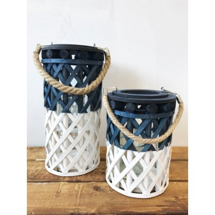 Stay on trend this season with this gorgeous woven lantern in blue and white colours. Complete with a chunky rope handle