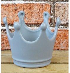 A stylishly simple Ceramic Crown in a soft grey tone